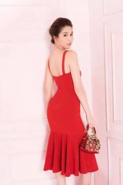 Đầm đỏ ôm body Ngọc Trinh thiết kế 2 dây đuôi xếp ly #1585