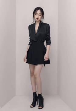 Bộ áo phi bóng đen tay dài và Chân váy ngắn chữ A #1629