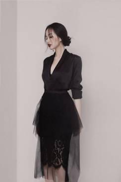 Bộ áo lụa đen tay dài và Chân váy ren pha lưới tuyệt đẹp #1631