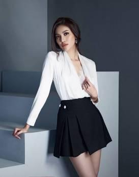 Bộ áo trắng tay dài lót ngực ren và Chân váy ngắn tuyệt đẹp #1637