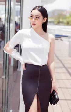 Bộ áo trắng tay dài lệch vai và Chân váy đen của Kỳ Duyên #1679