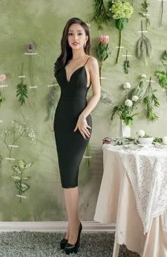Đầm đen hở lưng ôm body thiết kế 2 dây cúp ngực đẹp #1692