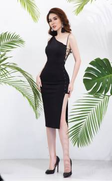 Đầm đen ôm body lệch vai thiết kế đan dây hông cá tính #1700