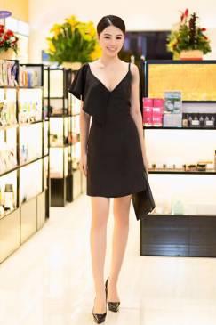 Đầm đen dự tiệc sang trọng thiết kế cổ tim ôm body đẹp #1735