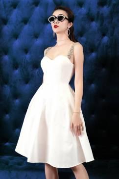 Đầm trắng cúp xòe dây đá thiết kế tuyệt đẹp # 2210