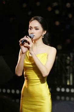 Đầm dài phi vàng lệch vải xẻ đùi thiết kế tinh tế # 2219