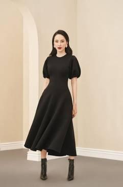 Đầm đen xòe tay phồng thiết kế dài sang trọng