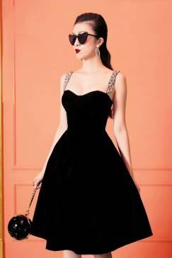 Đầm đen cúp xòe dây đá thiết kế tuyệt đẹp # 2210