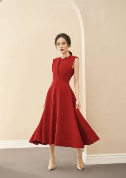 Đầm đỏ xòe cổ V phối ren thiết kế sang trọng