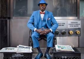 Phong thái thời trang của người bán báo nổi tiếng nhất New York