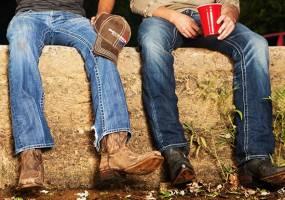 7 xu hướng năng động giầy phái mạnh tệ hại cần tránh