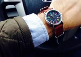 Đồng hồ đeo tay màu - phụ kiện thời trang nam giới không thể thiếu
