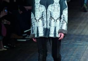 Họa tiết nghệ thuật cho áo khoác phom dài