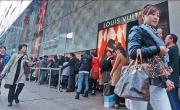 Tầng lớp thượng lưu đang quay lưng với túi Louis Vuitton