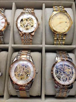 Đồng hồ Omega hở kim loại