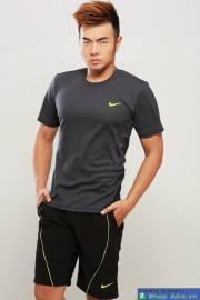 Áo thun Nike cổ tròn đen móc vàng DAA003