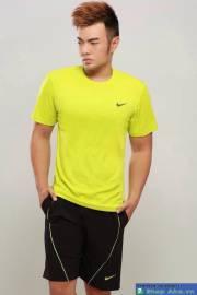 Áo thun Nike cổ tròn vàng móc đen DAA004