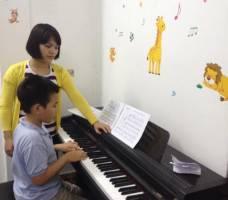 Hình ảnh lớp  học piano