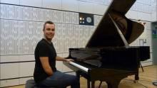 """""""Thán Phục"""" nghệ sĩ Piano một tay chơi đàn"""