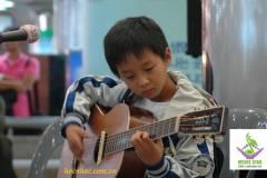 Khóa học guitar nhóm trẻ em