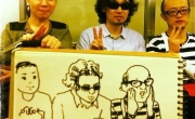 Hình ảnh hài hước của khách đi tàu điện Nhật Bản