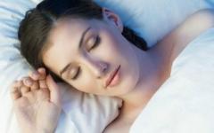 Bí kíp giúp bạn gái đẹp lên trong khi đi ngủ