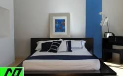 phòng ngủ tinh tế với nội thất gỗ