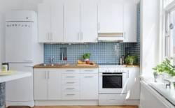Tủ bếp Laminate đơn giản nhưng không kém phần sang trọng