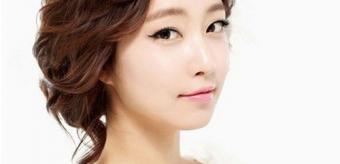 Trang điểm cô dâu theo phong cách Hàn Quốc.