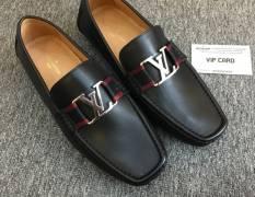 Trẻ trung và phong cách cùng với giày LV nam đai đỏ siêu cấp