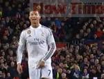 Ronaldo có thể bị phạt vì hành động gãi 'của quý'