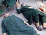 Khâm phục những bác sĩ làm việc quên mình sau khi ca mổ thành công mệt ngủ thiiếp đi