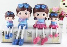 Bộ gia đình 4 thành viên đeo kính, quàng khăn