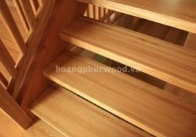 Có bao giờ bạn tự hỏi liệu mặt bậc cầu thang gỗ được ghép từ các miếng gỗ liệu có tốt không?