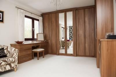 Tủ áo gỗ Óc Chó (Walnut) 2 cánh gương 4 cánh gỗ cao kịch trần