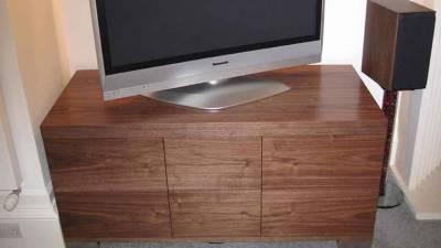 Kệ tivi gỗ óc chó (walnut) giá gốc từ nhà sản xuất. TSW 109 - Tp HCM