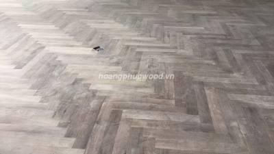 Lắp đặt sàn gỗ óc chó (walnut) xương cá kiểu Hungari không để ron