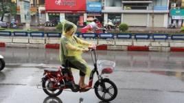 Những điều cần lưu ý khi đi xe đạp điện dưới trời mưa