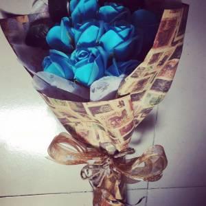Bó hoa hồng sáp 9 bông giấy romantic