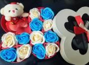 Hộp cánh bướm 12 bông hồng sáp + gấu bông