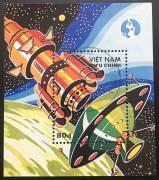 Bloc-1988-Tem-khong-gian-vu-tru-1-con