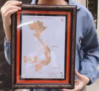 Khung tranh Bản đồ Việt Nam ghép bằng các đồng tiền xưa Việt Nam