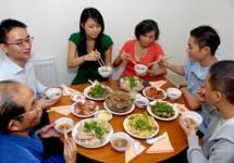 Chia sẻ của một cậu sinh viên về bữa cơm và phụ kiện tủ bếp