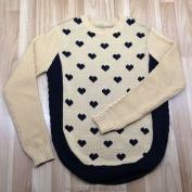 Áo len dài tay màu nâu chấm hình trái tim dành cho bé gái