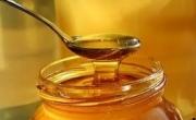 Uống mật ong nguyên chất pha nước ấm vào buổi sáng rất tốt