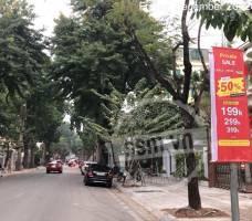 Thời trang Hạ vàng treo cờ phướn tại Hà Nội