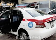 Nhãn hiệu AMA quảng cáo trên xe taxi Group