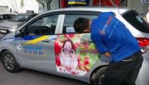 Quảng cáo trên xe taxi...