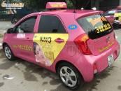 Quảng cáo trên xe taxi Hoàng Anh: Nổi bật với màu sắc độc đáo