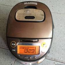 Nồi cơm điện Tiger JKT-B101